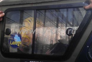 Сдвижные стекла в собачник УАЗ.jpg